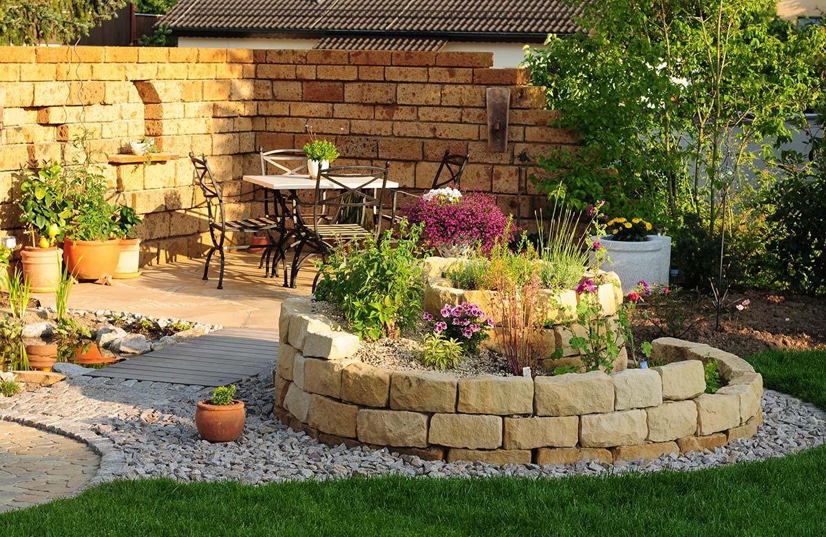 Gartengestaltung mit Sitzbereich